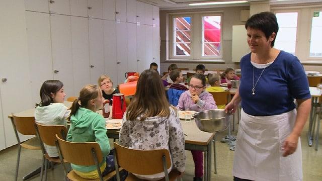 Video «Eine bessere Küche für die Suppi» abspielen