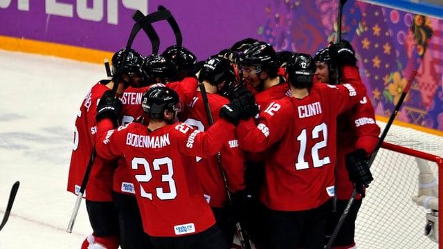 Die Schweizer Nationalmannschaft feiert einen Sieg.