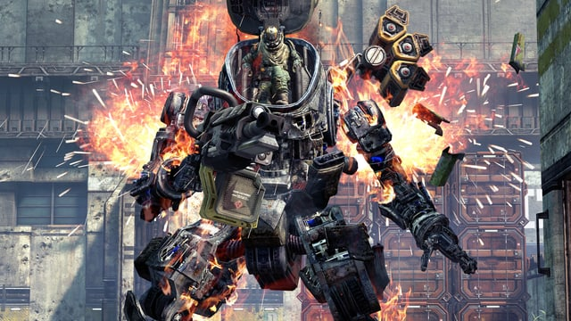 Ein Pilot verlässt den schwer beschädigten Titan.