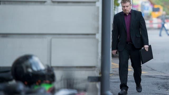 Ignaz Walker auf dem Weg ins Gericht.