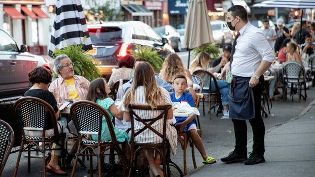 Restaurantbetrieb auf New Yorks Strassen