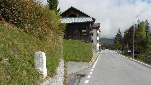 La via suenter l'ustaria Porclas vegn schlargiada sin ina distanza da 620 meters.