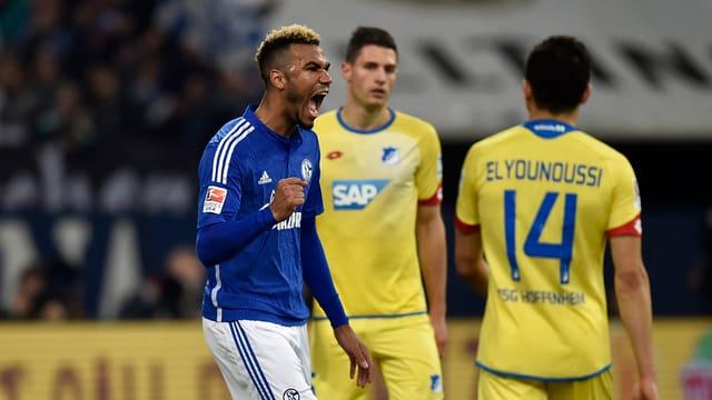 Schalkes Eric Maxim Coupo-Moting jubelt, die Hoffenheimer lassen die Köpfe hängen.