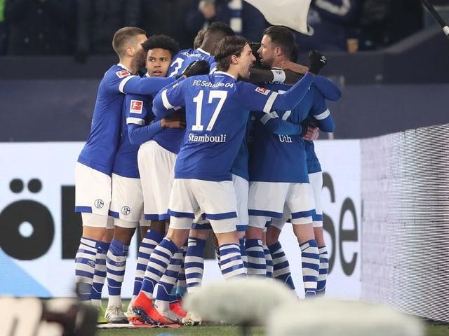 Schalke bejubelt Daniel Caligiuris ersten Streich.