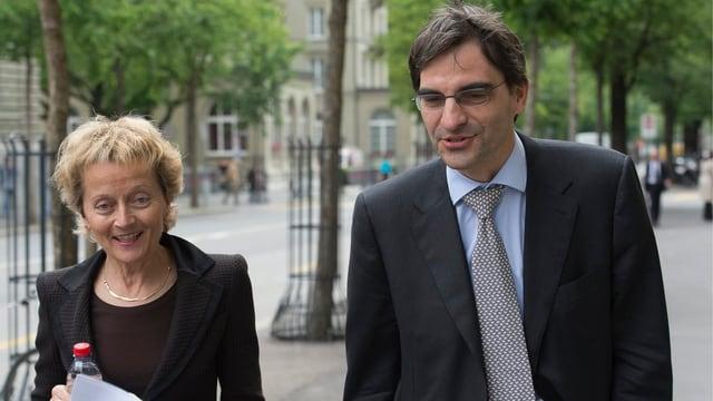 Bundesrätin Widmer-Schlumpf und Brunetti stellten im Juni 2013 den Bericht zum Automatischen Informationsaustausch vor.