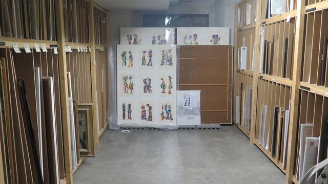 Depot voll mit Kunstwerken im Museum im Lagerhaus.
