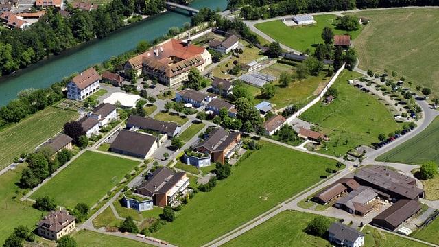 Luftaufnahe des ehemaligen Klosters Rathaus mit den Gebäuden der Stiftung für Schwerbehinderte.