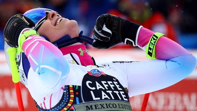 La skiunza Lindsey Vonn sa legra da la victoria