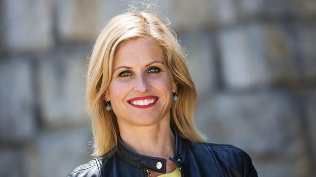 ... Sabine Dahinden, Moderatorin «Schweiz aktuell». Die beiden präsentieren die Sendung live aus dem Studio Zürich Leutschenbach, während ...