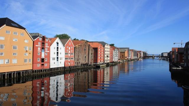 Blick auf die alten Häuser in Trondheim.