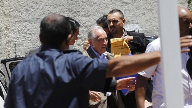 Eugenio Figueredo (mez) arriva a la dretgira a Montevideo, ils 24 da december 2015.