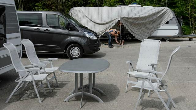 Fahrende auf einem Platz in Lausanne.