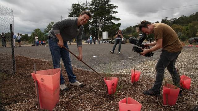 Pflanzen und Lächeln für die Kameras: Sven Furrer