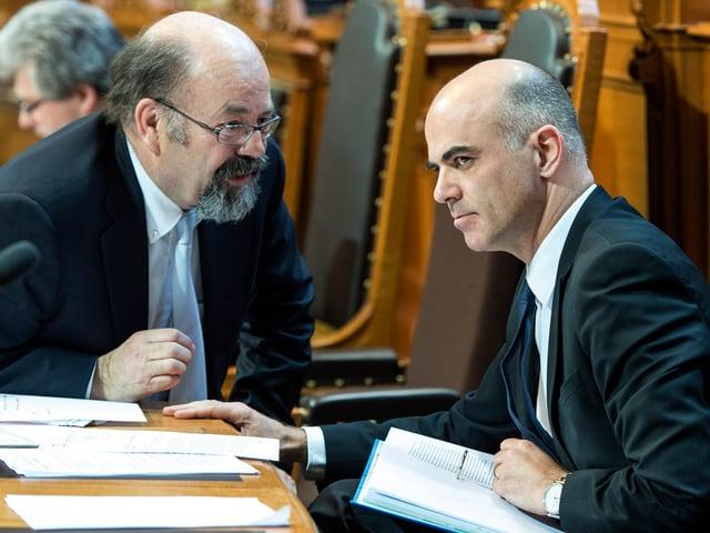 Ständerat Joachim Eder (1951/FDP) im Gespräch mit Bundesrat Alain Berset.