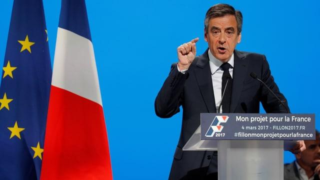 François Fillon an einem Rednerpult