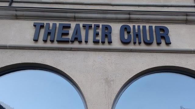 La fassada dal teater da Cuira