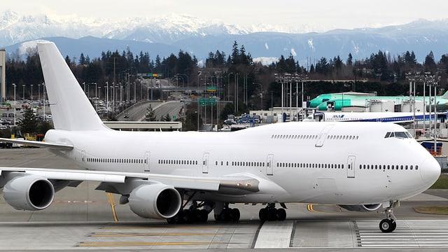 Ina Boeing 747-8 sin ina plazza aviatica