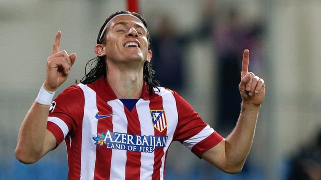 Filipe Luis ist mit erhobenen Zeigefingern am Jubeln.