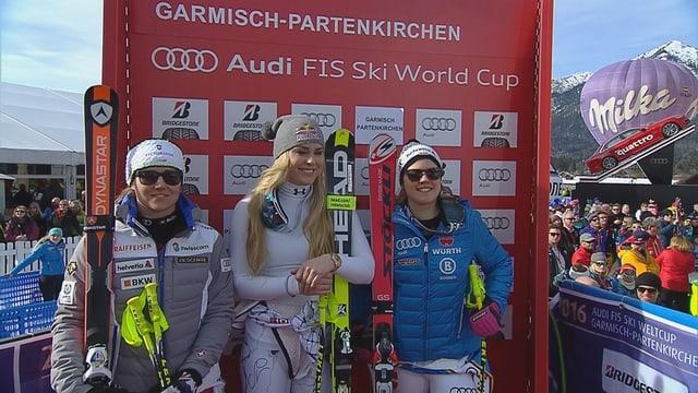 Fabienne Suter (l.), Lindsey Vonn (m.) und Viktoria Rebensburg (r.) in der Leaderbox.