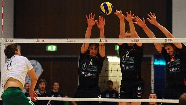 Lugano versucht den schwierigen Umständen als Team zu trotzen.