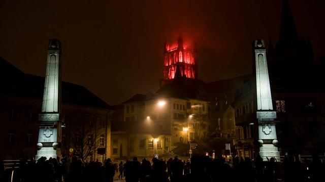 Purtret da la catedrala da Lausanne en cotschen e mellen.