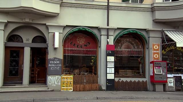 Video «Kanton Bern – Tag 3 – Restaurant Curry Legend, Bern» abspielen