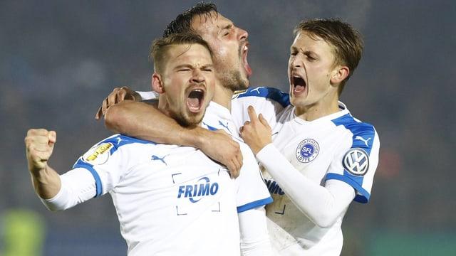 Lottes Spieler jubeln über den Sieg gegen Leverkusen