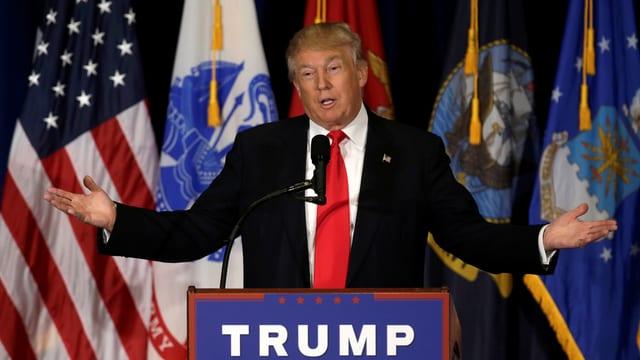 Donald Trump auf Podium
