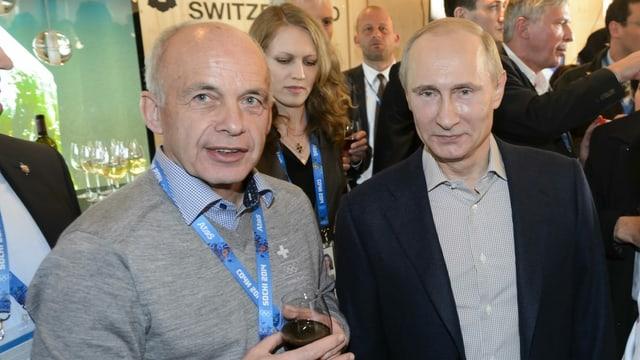 Purtret dad Ueli Maurer e Wladimir Putin che stattan in dasper l'auter.