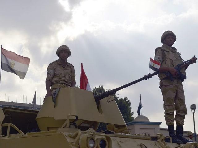Soldaten auf einem Panzer