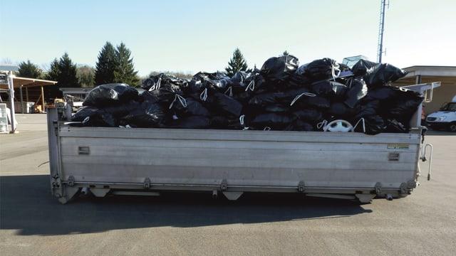 Soviel Abfall kam an einem einzigen Tag auf der Autobahn bei Oberbüren zusammen.