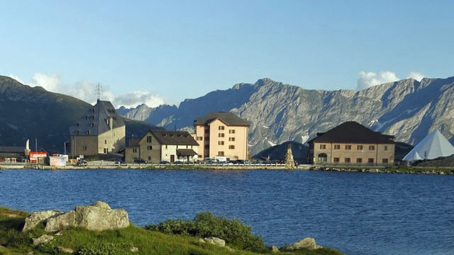 Blick über den See auf dem Gotthard.