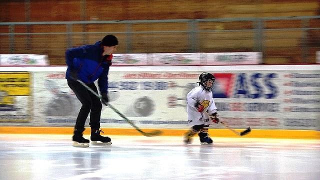 Video «Patrik Mäder spielt weiter Eishockey» abspielen