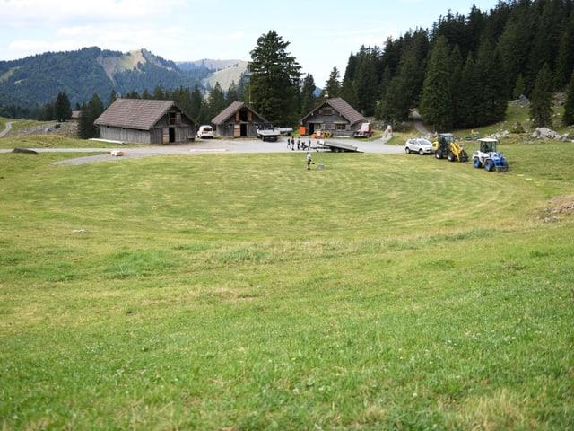 Am Dienstag begannen die Aufbauarbeiten für das Schwägalp-Schwinget. Der Rasen wurden gemäht.
