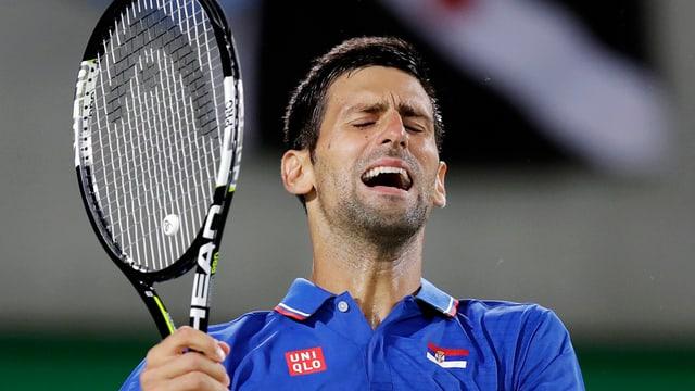 Novak Djokovic che ha pers l'emprim gieu dal turnier olimpic ed è uschia out.