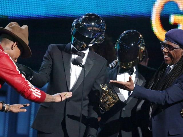 Daft Punk gewannen ganze 3 Grammys: «Record Of The Year», «Best Pop Duo/Group Performance» und «Best Dance/Electronic Album»