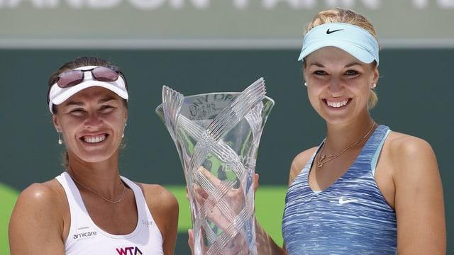 Martina Hingis und Sabine Lisicki holten in Miami die Trophäe.