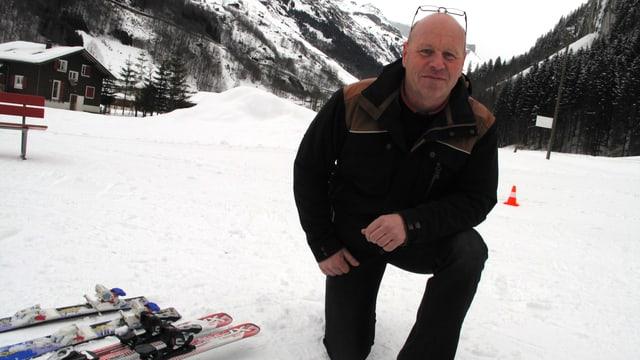 Schulleiter Peter Steffen will den Kindern den Schneesport näher bringen.
