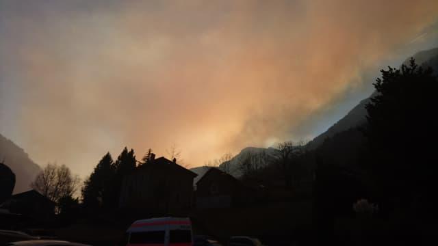 Il fim procura per in'atmosfera speziala en la Val Mesolcina. Fotografà da Soazza anor en direcziun sid (Bellinzona).