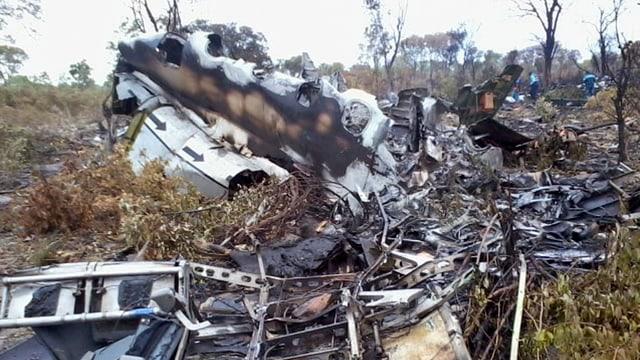 Trümmer eines abgestürzten Flugzeuges in einem Nationalpark in Namibia.