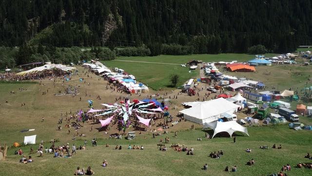 Il terren nua ch'il festival ha lieu sa chatta sin territori da Mulegns, las tendas per star sur notg èn a Rona.