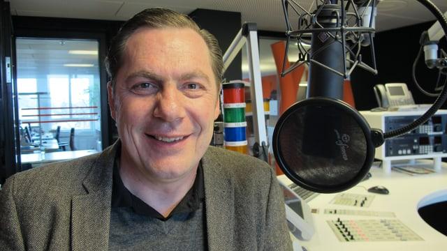 Roland Zurkirchen im Radiostudio.