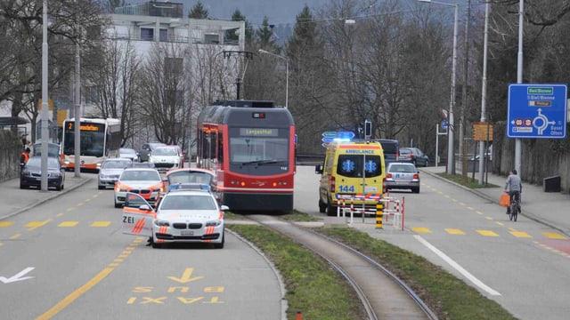 Bipperlisi, Ambulanz und Polizeiautos auf der Rötistrasse in Solothurn