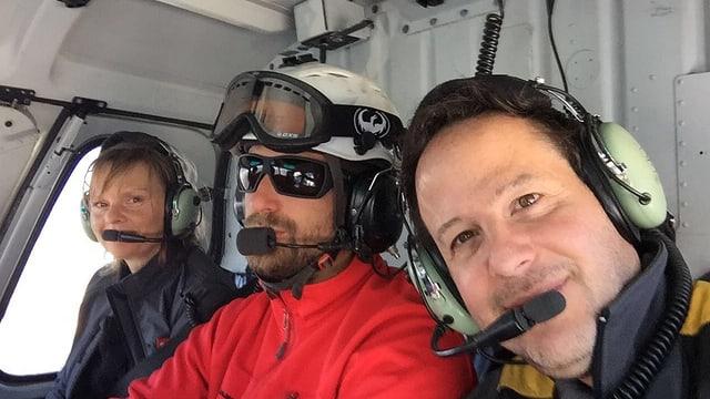 Filmcrew im Helikopter