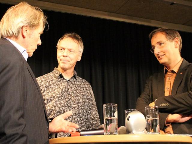 Reinhard Eyer, Raimund Rodewald und Thomas Egger am Stadt-Land-Gespräch in Brig.