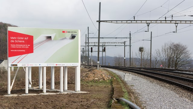 Baustellentafel an der Bözberg-Bahnlinie