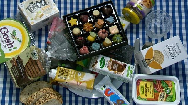 Vegane Produkte in Plastikverpackung.