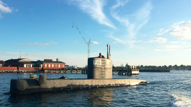 U-Boot taucht aus dem Wasser auf.