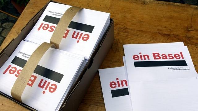 Unterschriften-Bögen für die Initiative «Ein Basel»
