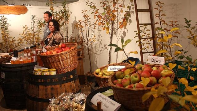 Stand von Obstproduzenten an der Zuger Messe.